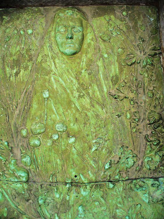 یک-نمونه-از-سنگ-قبر-در-قبرستان-بروکسل