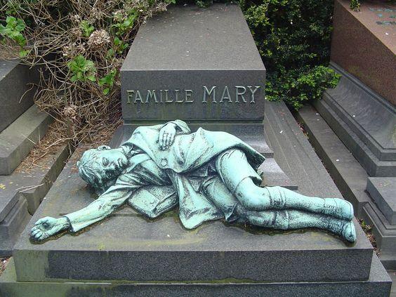 سنگ-قبر-در-قبرستان-لاکن